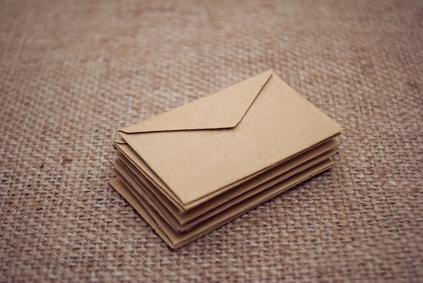 ein Stapel Briefumschläge